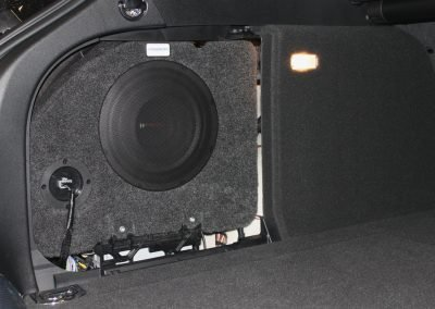 Audio upgrade in audio A4 met pasklare subwoofer