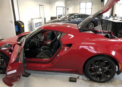 Alfa 4 met deuren en kofferbak open
