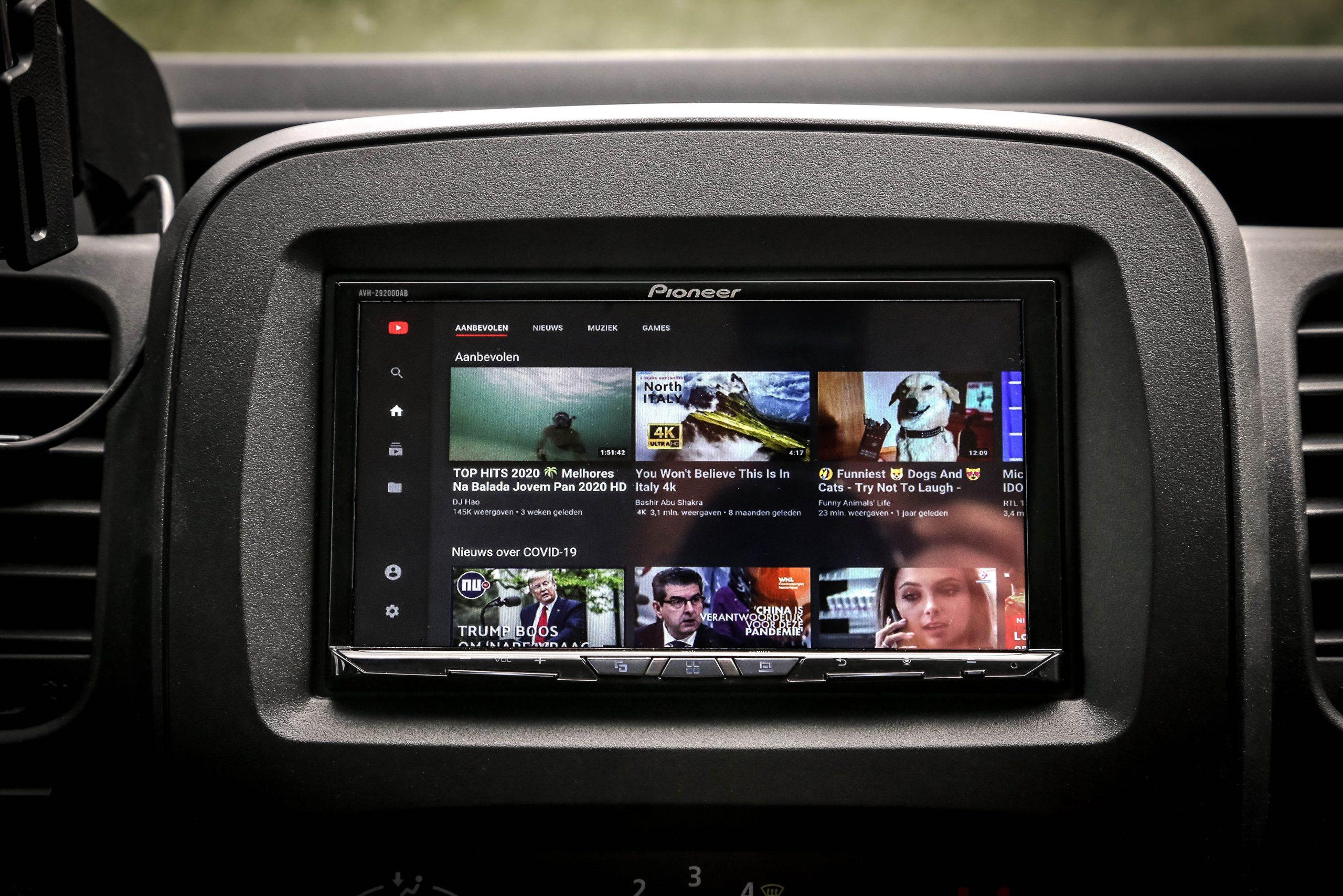 Youtube kijken in de auto